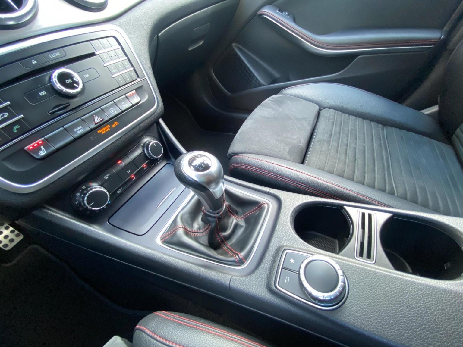 Mercedes-Benz-CLA-Klasse-37