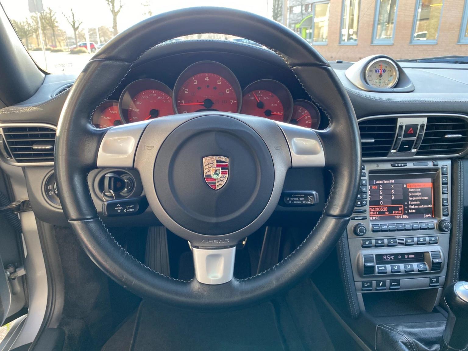 Porsche-911-13